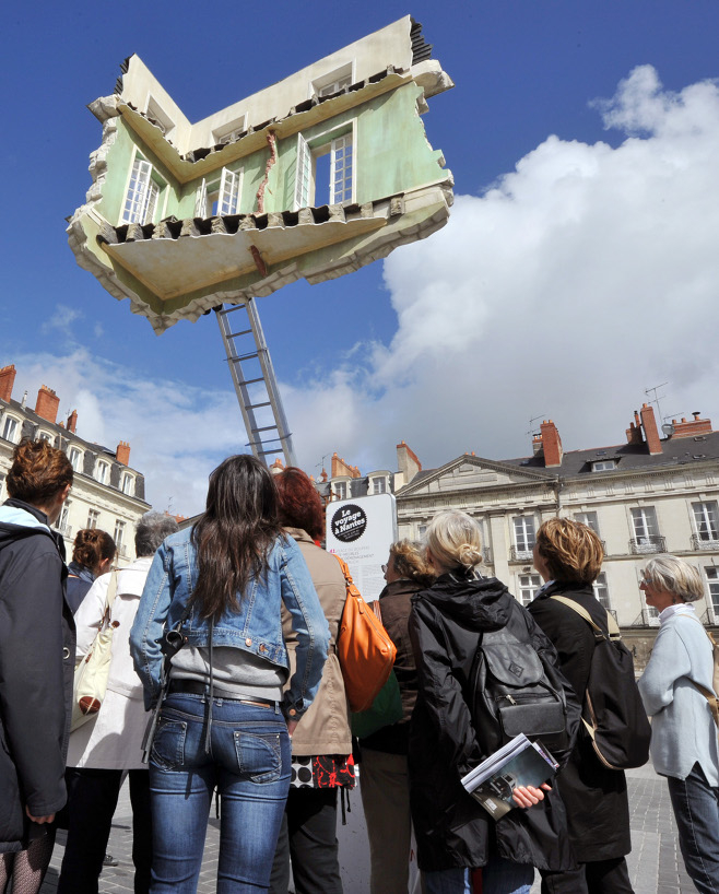 surreal-outdoor-art-france-nantes