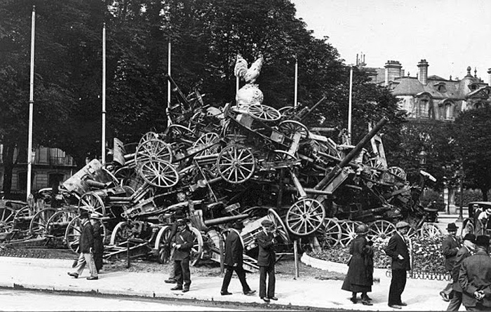 Captured German artillery at the end of World War I, Paris 1918.