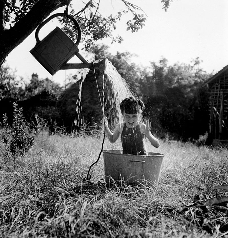 Robert Doisneau La douche à Raizeux, 1949