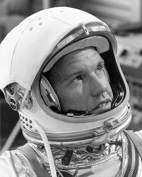 481px-Gordon_Cooper_in_Helmet_and_Pressure_Suit_-_GPN-2000-001000