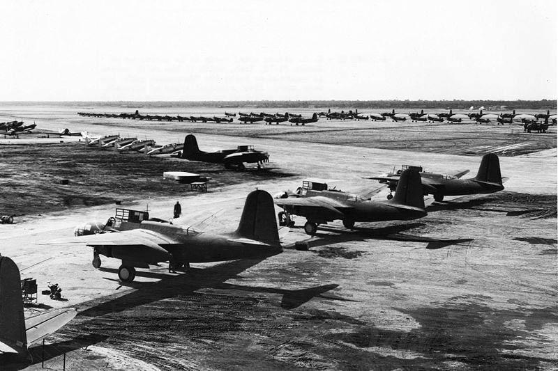 Американские самолёты в аэропорту Абадана перед отправкой в СССР