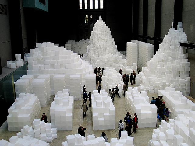 Sugar-cubes-art-installation-at-the-tate-modern