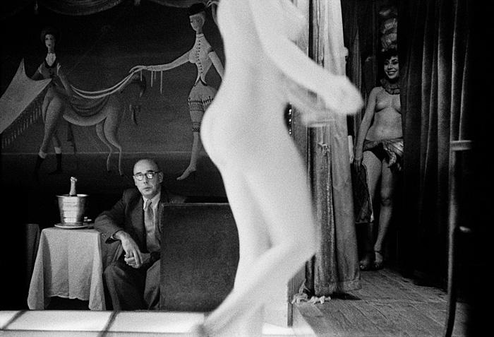 Frank Horvat. Le Sphynx, Paris. 1956