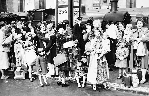 03 Mothers and child evacuees at Victoria Station, 2nd September 1939