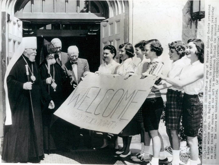 A group of Wooster College co-eds presenting a large welcome sign in English and Russian to visited Soviet churchmen.1956