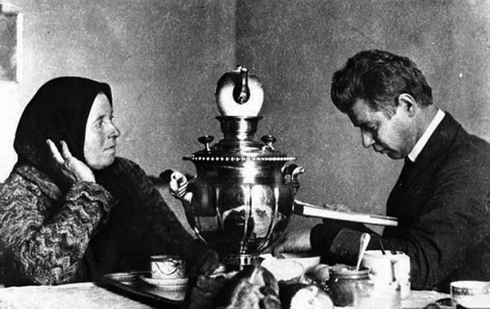 Russian poet Sergei Yesenin reciting his poems to his mother