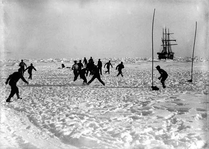 SHACKLETON'S IMPERIAL TRANS-ANTARCTIC EXPEDITION 1914-1917 PHOTOGRAPH BY FRANK HURLEY