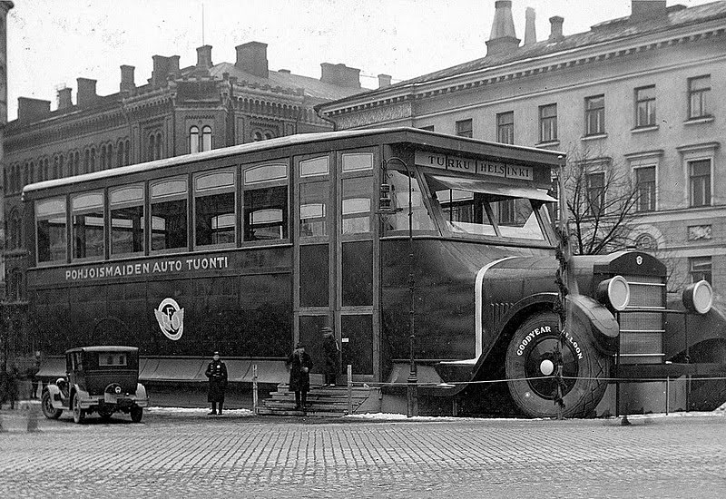 Car Shop Stylized as a Super-bus in Helsinki, 1927 (1)