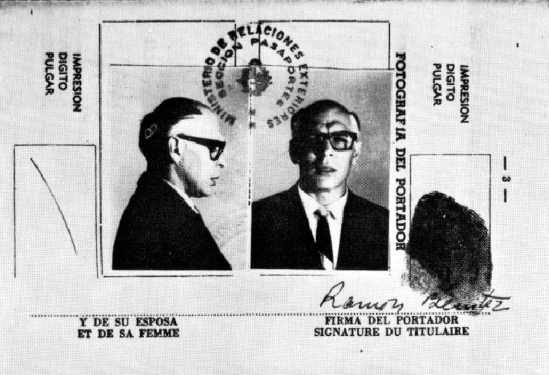 Che Guevara disguised as Ramón Benítez Hernández, a middle aged Uruguayan business man, in a forged passport used to sneak into Bolivia in 1966