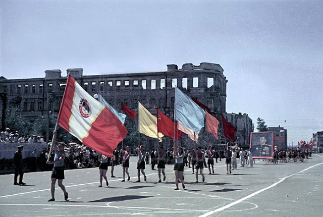 Color photographs of athletic parades in Stalingrad in May 1945 (5)