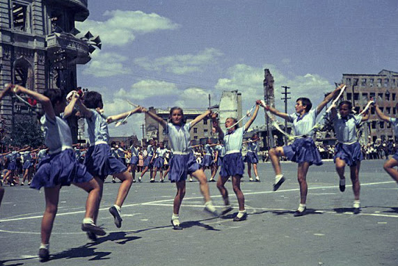 Color photographs of athletic parades in Stalingrad in May 1945 (3)_cr