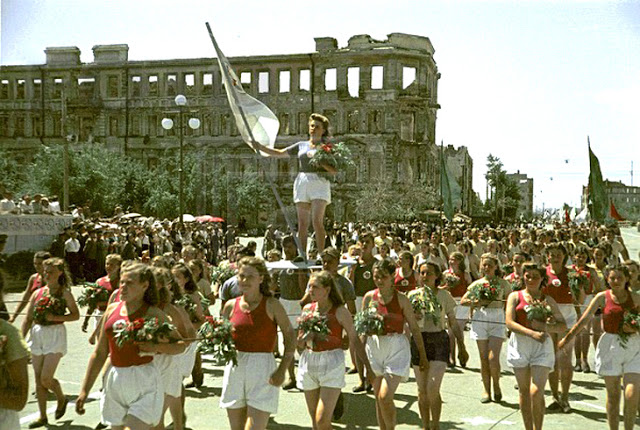 Color photographs of athletic parades in Stalingrad in May 1945 (1)