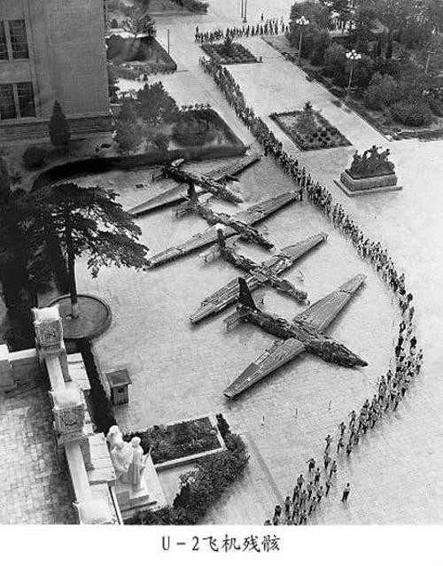 1960. Pekingben kiállított négy lelőtt U-2-es kémrepülőgép.
