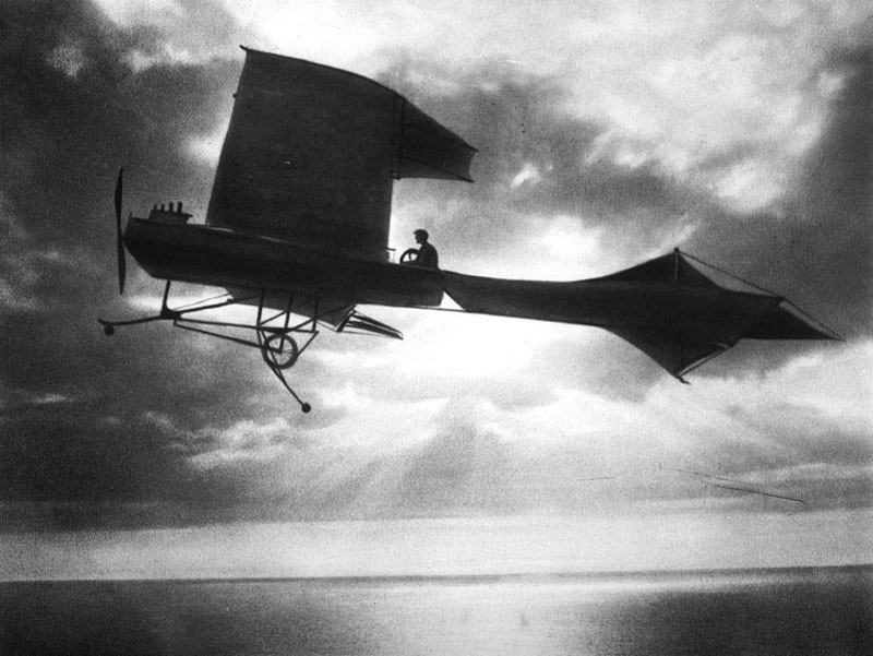 1909 Paul Latham flying over the Channel