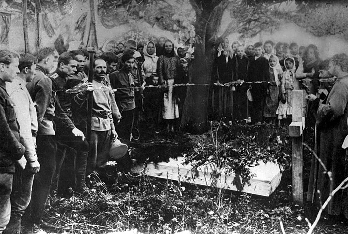 Military cemeteries Russian soldiers and civilians are burying a German pilot, Russia, 1915