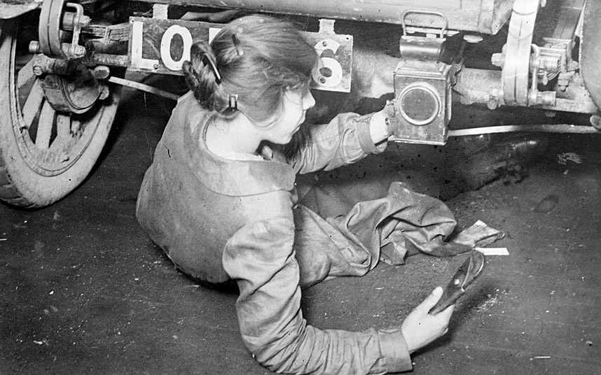 wwomen-mechanic_2994130k