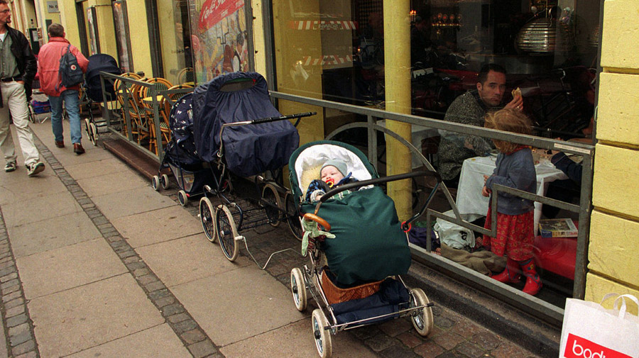 gp-parenting3_wide-f35ebf4027069a823aa635d8e69d2814cb9f1e49-s40-c85