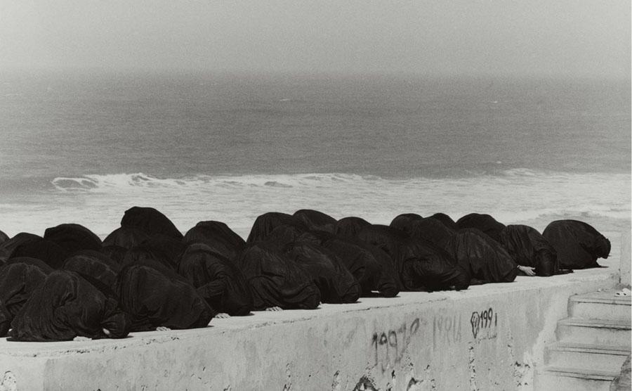 Shirin Neshat. «Rapture» series. 1999