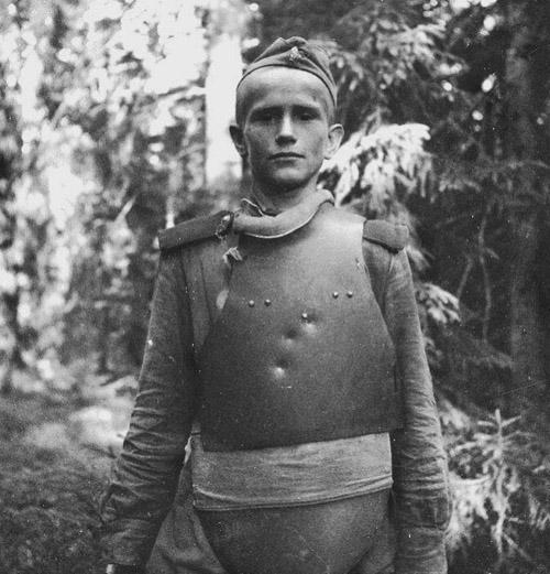 1944.Советский солдат в нагруднике СН-42 на Карельском фронте.