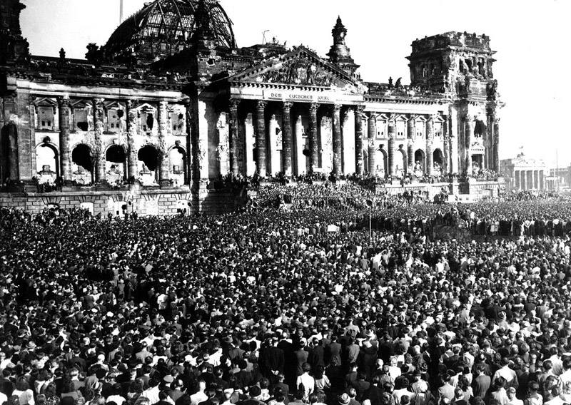 Anti-Communists protests at the ruined Reichstag Building, September 9, 1948