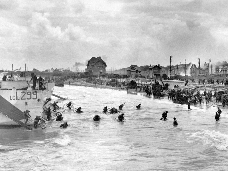 Troops of the Canadian 9th Infantry Brigade land with their bicycles on Juno Beach on D-Day, 6th June 1944, Normandy