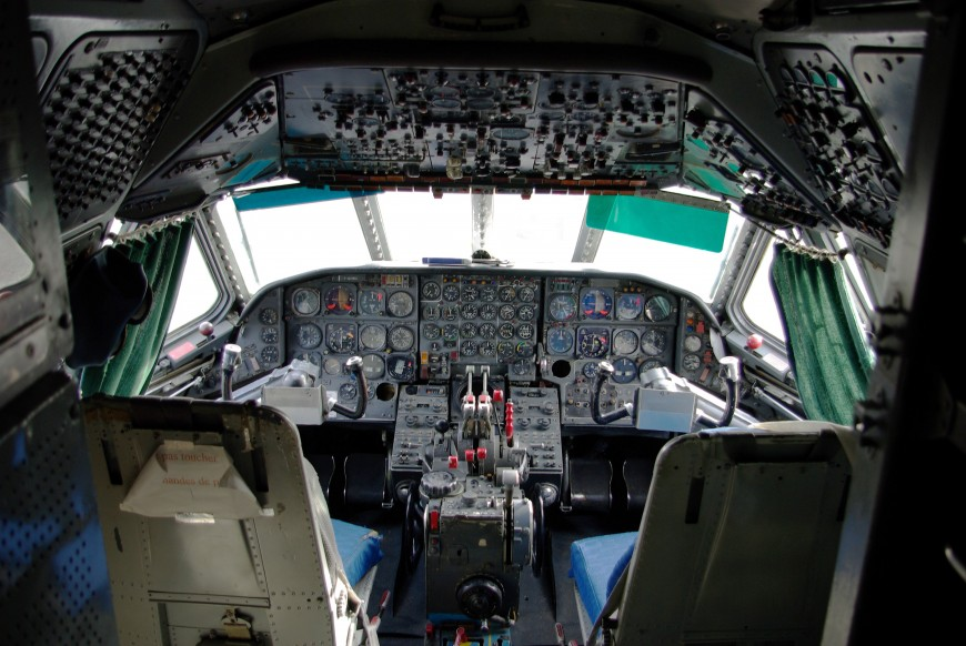 15-cockpit-avion-Sud-Aviation_Caravelle_-_Cockpit_MAA-870x582