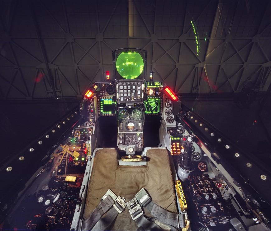 12-cockpit-avion-General-Dynamics-F-16-Fighting-Falcon-870x742