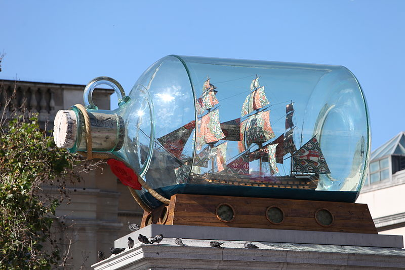 800px-Nelson's_Ship_in_a_Bottle_by_Yinka_Shonibare