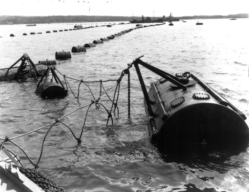 Anti-submarine_net_between_Fort_York_Redoubt_and_McNabs_Island