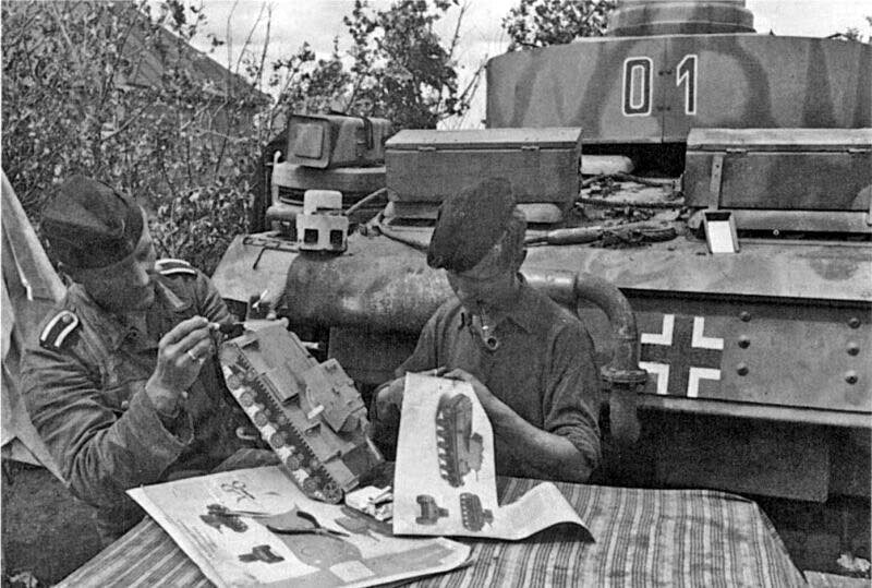 German tankers assemble apaper model of the Soviet KV-1 tank to learn ID recognition. @1941-42