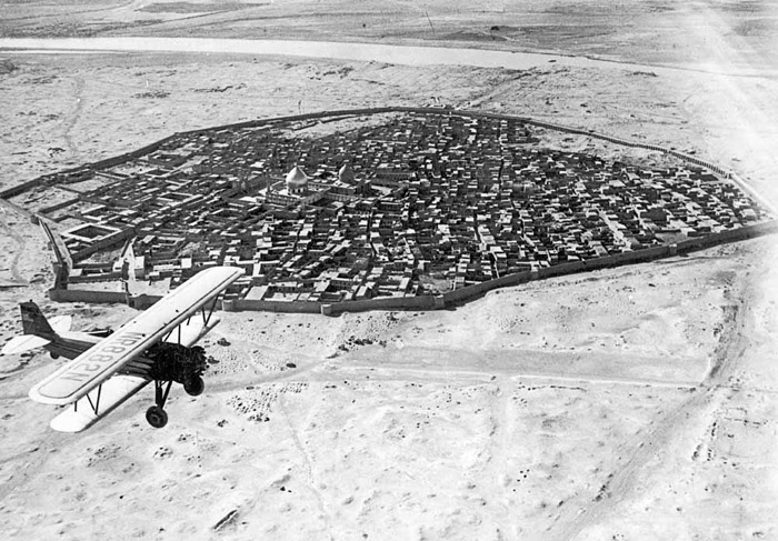 немного истории An airplane flies over Baghdad, Iraq, early 20th Century