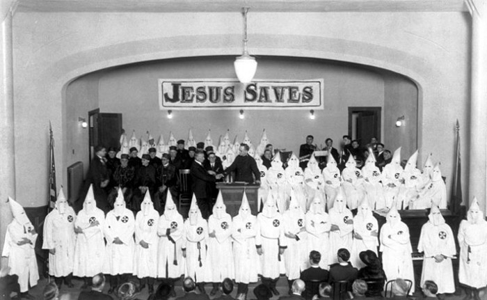 немного истории Ku Klux Klan meeting, JESUS SAVES 1920s