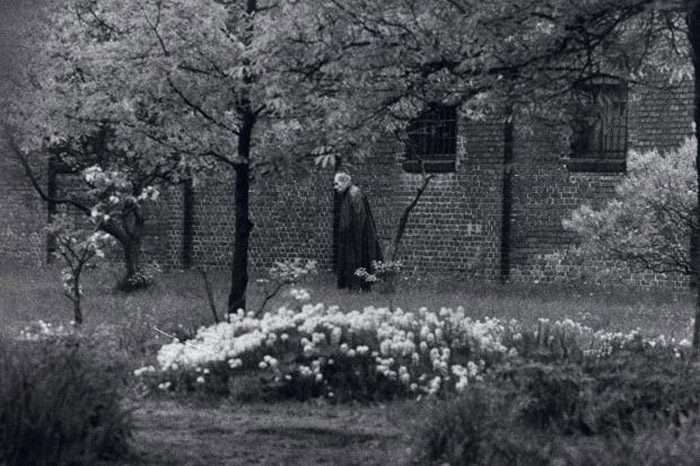 Rudolf Hess, lone prisoner of Spandau Prison in Berlin, walks in its' garden, ca. 1986.