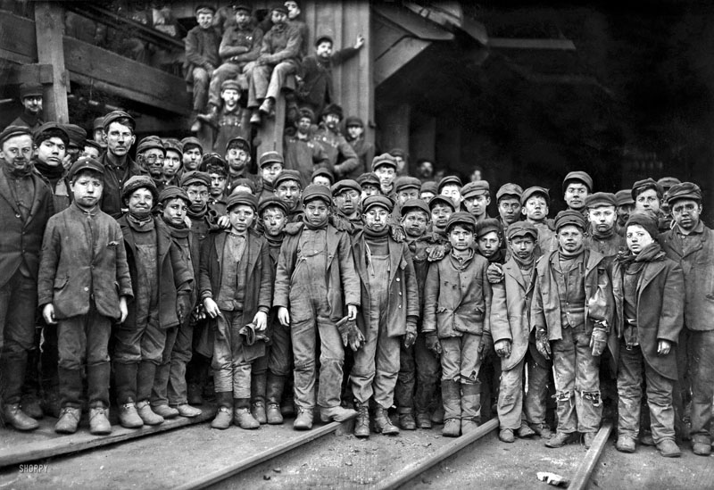 Boys working in a coal mine (Pittston, Pennsylvania - January 1911)