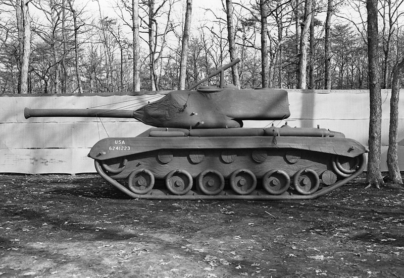 tank-gonflable-seconde-guerre-mondiale-04-1024x821