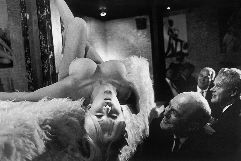 bruce-davidson-california-1965-man-leering-at-woman-in-topless-restaurant