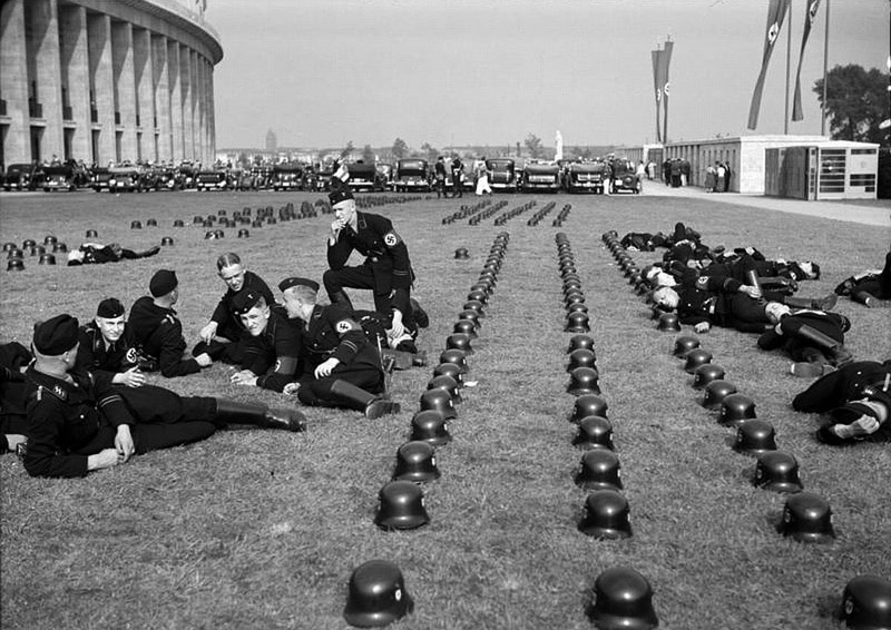 Some SS soldiers chilling during the 1936 Olympics in Berlin
