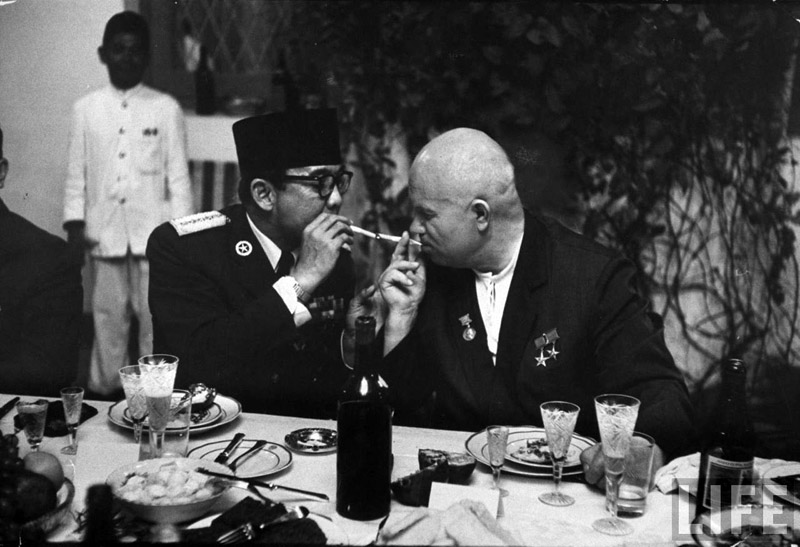 Soviet Premier Khrushchev and first Indonesian President Sueharto share a smoke, 1960