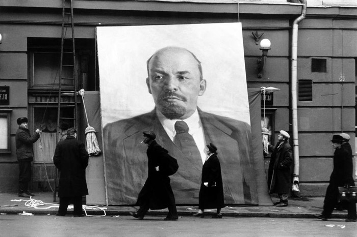 Elliott Erwitt. USSR. Moscow. 1957. 40th anniversary of the October Revolution