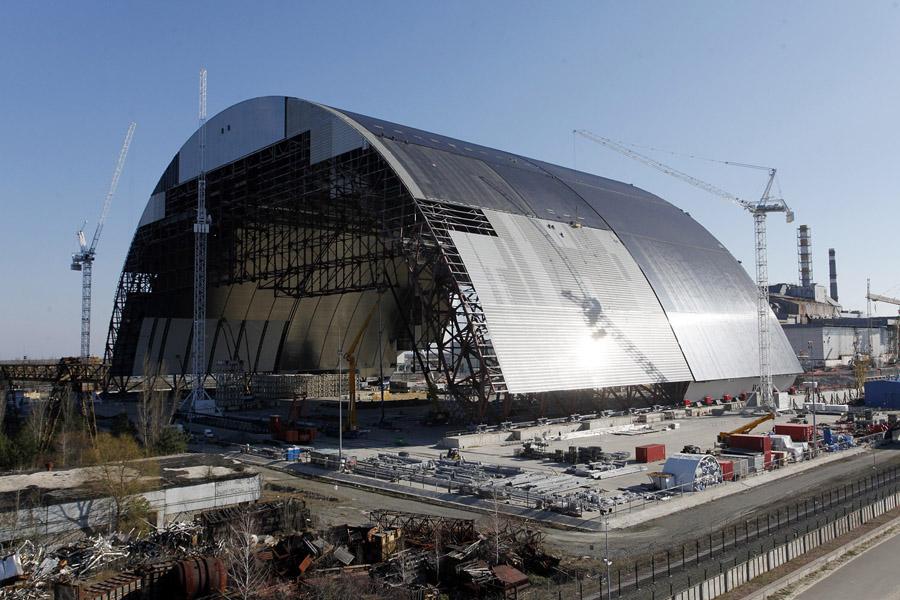 На Чорнобильській АЕС встановлюють новий саркофаг. Що відбувається - фото 2