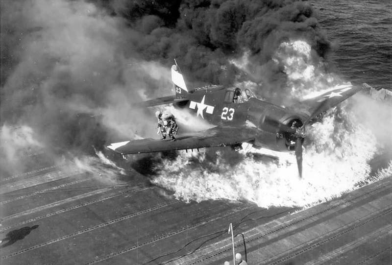 сбитый самолет картинки дачного участка водоему