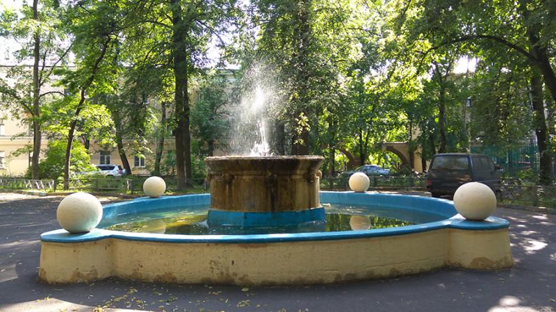 Один из работающих фонтанов.