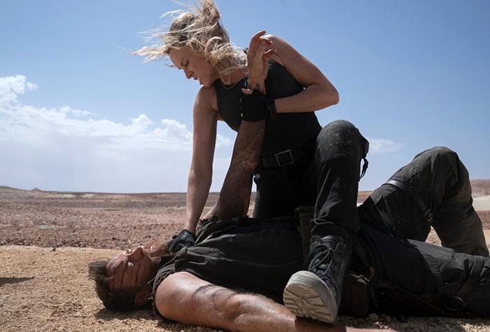 МК;4 Соня Блейд (Джессика МакНэми) и Кано (Джош Лоусон).jpg