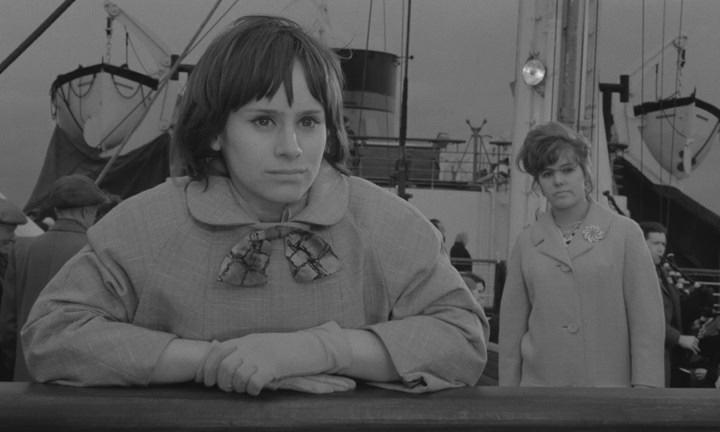 Girl with Green Eyes (1964) BDRip.avi_snapshot_01.30.02_[2020.05.25_20.24.07].jpg