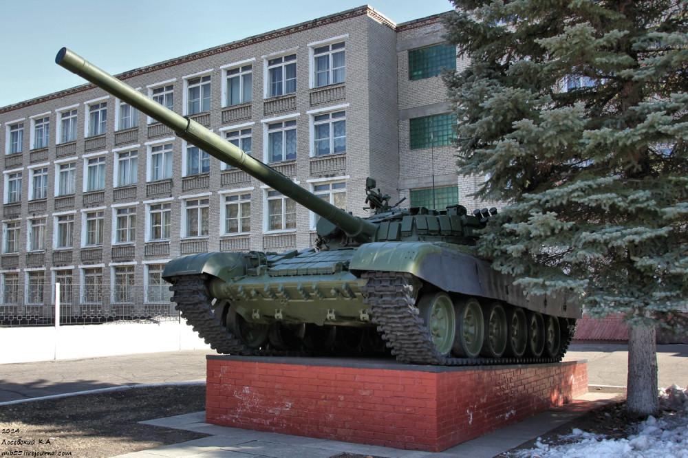 Т-72 у Омского танкового института
