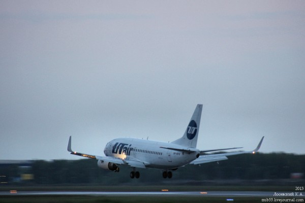 Boeing_737-500_Utair_1