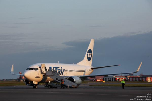 Boeing_737-500_Utair_2