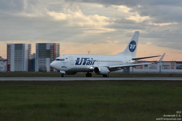Boeing_737-500_Utair_3