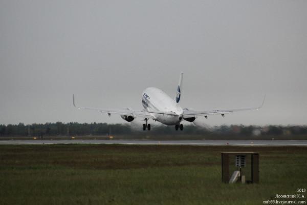 Boeing_737-500_Utair_4