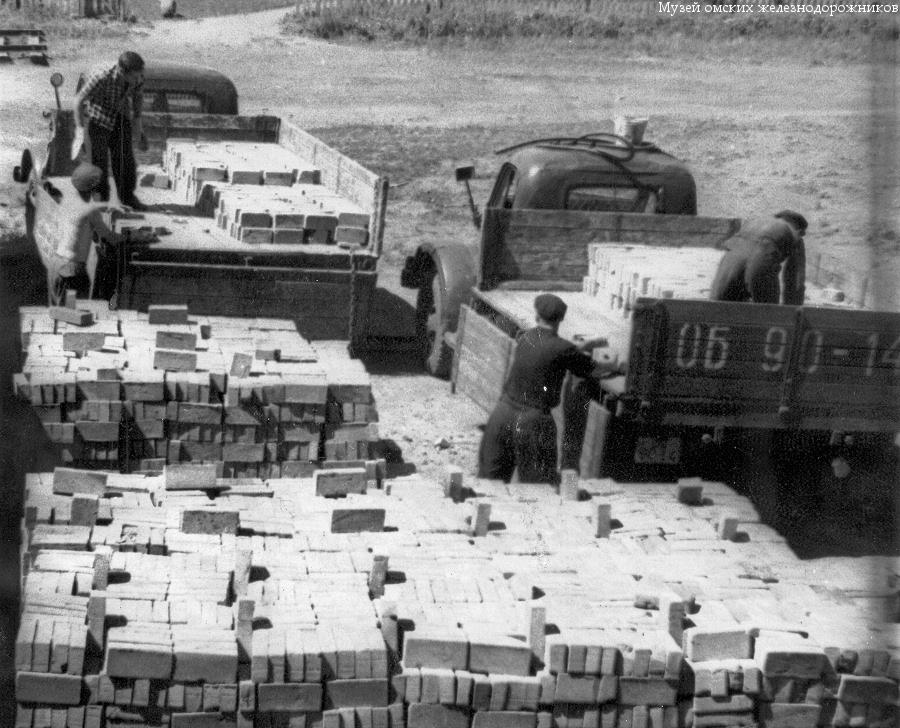 Кирпзавод погрузка кирпича 1960 г. МОЖ-3167